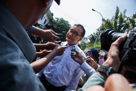 Rainsy outside Australian Embassy